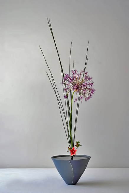 Steel-grass,-Allium-purple-rain,-Azalée---Thai-Mai-Van-Thomas