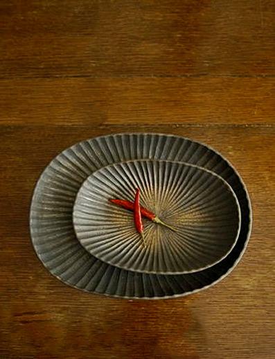 Oval-platters-by-Japanese-ceramic-artist-Yasushi-Kuno.-via-ameblo