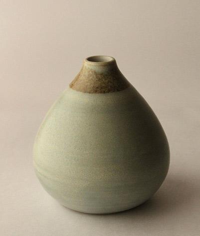 mayumi-yamashita---olive green ceramic vessel