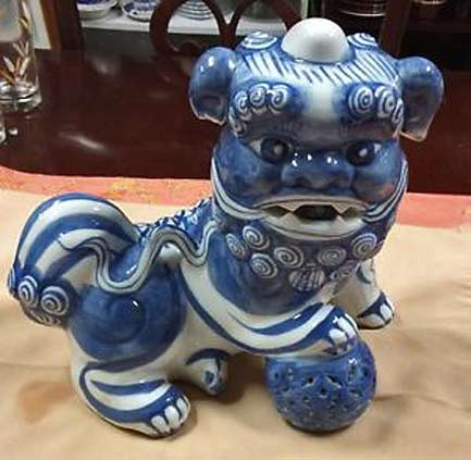 Blue-And-White-Porcelain-CHINESE-FOO-DOG---LION-Chinese-guardian-lions---junkdreamz2014