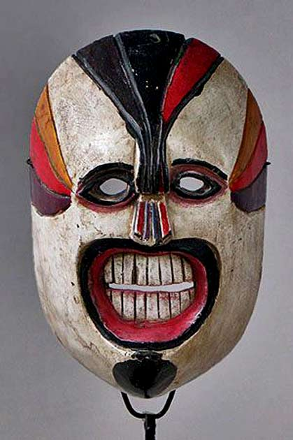 Geometric-Xantolo-mask-from-Huasteca,-Hidalgo,-Mexico