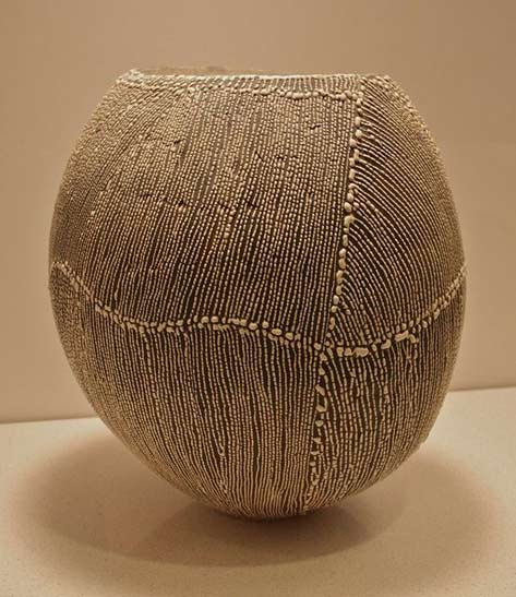 Sandy-Kinzie vessel with textural surface decoration