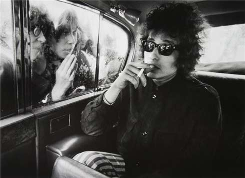 dylan-smoking-a-cig in the back of an auto