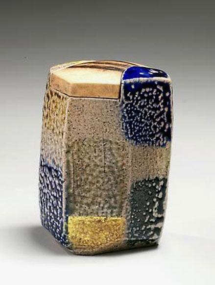 Ajiki-Hiro abstract ceramic box with lid