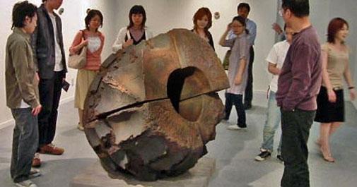Akiyama-Yo huge ceramic sculpture