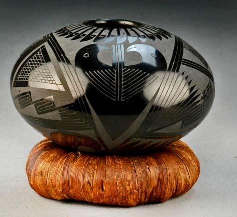 Andrew-Octavio-Mata-Ortiz-black-on-black-seed-jar