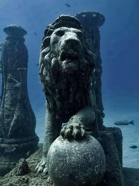 Cleopatra's-Palace-sunken-underwater,-Alexandria,-Egypt.