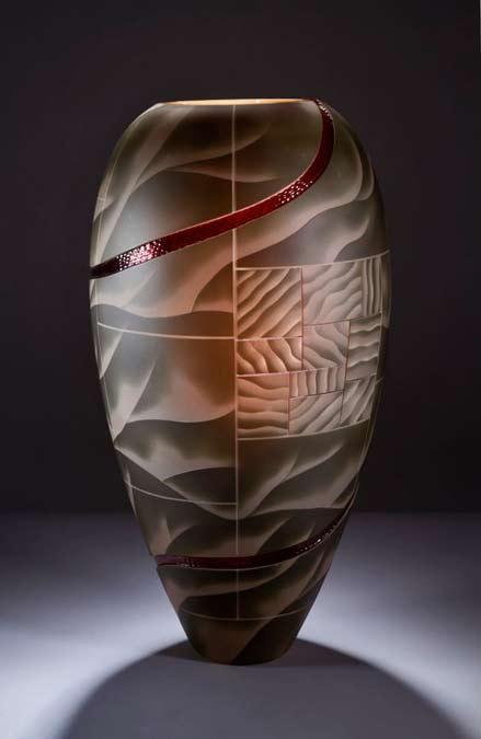 David-Hay-'Passage-of-time' elegant glass vase