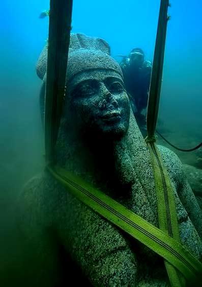 Egyptian-underwater-excavation