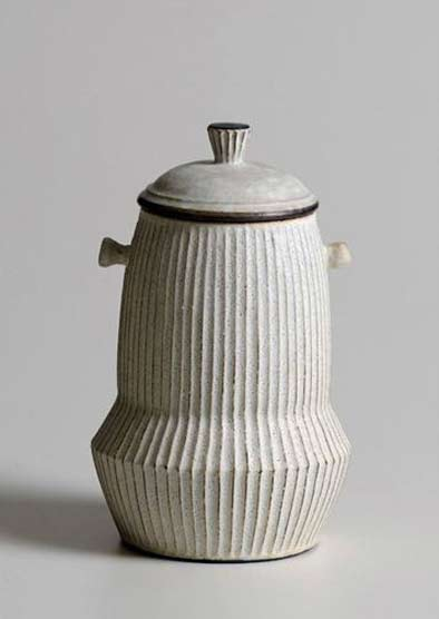 Japanese-ceramic-artist-Akio-Nukaga