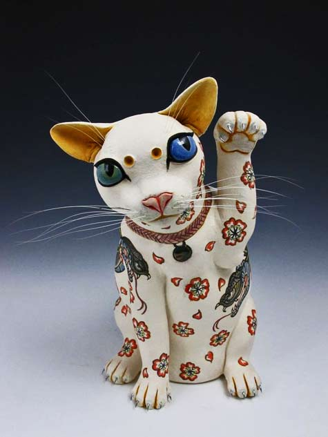 Live-in-the-Now--ceramic-maneki-neko-sculpture-by-Joey-Chiarello