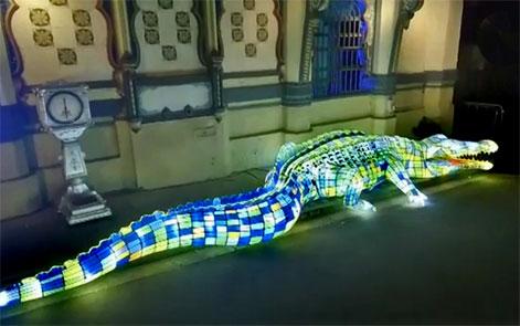 Spectacular-highlights-from-Vivid-Sydney-2016-- illuminated crocodile light sculpture