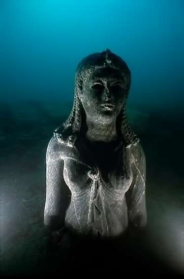 Underwater-statue off the coast of Alexandria