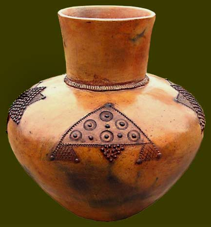 Zulu-earthenware pot with geometric motifs