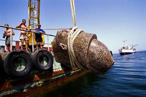 Raising the colossal red granite statue of a pharaoh from the sea