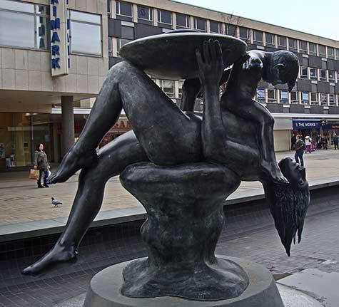 Street sculpture - Mother and Child -by Maurice Lambert - Basildon