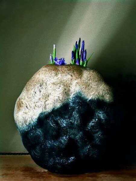 Black-pottery-kiln-strange-wavy-Bunhentsubo-1992