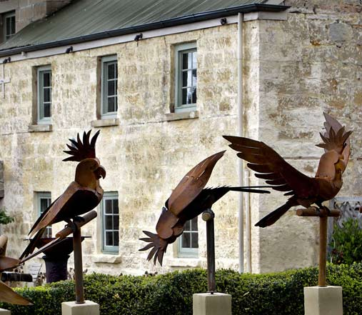 Cockatoo-sculptures-corten-steel,-1m-tall-birds,-stone-plinths