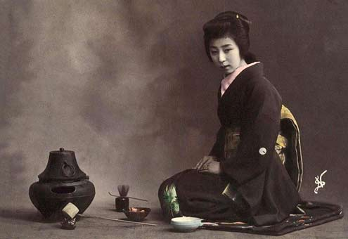 Geisha-with-implements-used-in-the-Tea-Ceremony