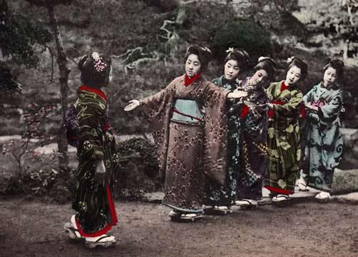 Japan-Kimono-Geisha-Women-Postcard