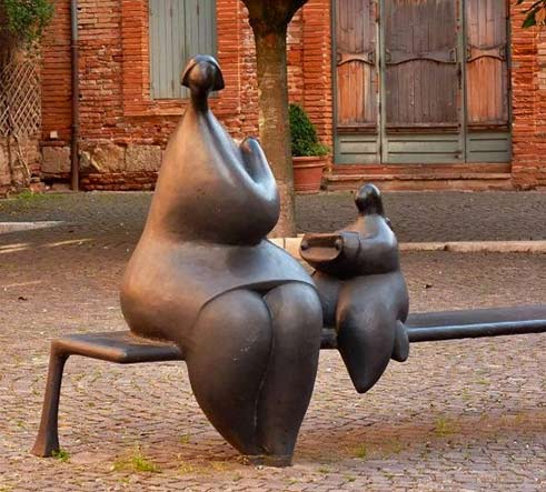 Jean Louis Toutain sculpture Mother and child sea5ted on a bench in Blagnac