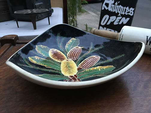 Lovely-Vintage-Retro-1950s-Australian-Pottery-Banksia-Decorated-the antique store west pymble