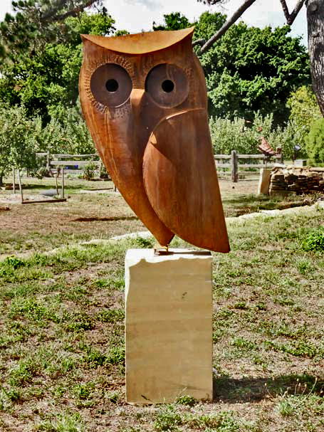 Owl-sculpture-corten-steel,-on-stone-plinth,-2