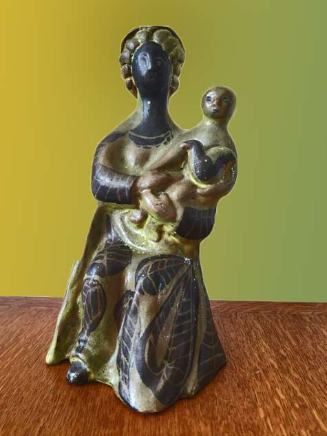 Roger Capron mother holding child sculpture