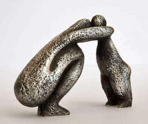 -Vanessa-Pooley Mother with child sculpture