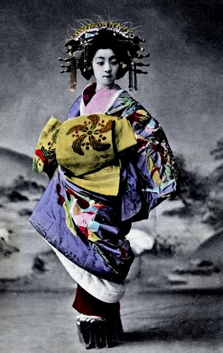 Vintage-geisha-photo of an Oiran girl wearing her obi at the front