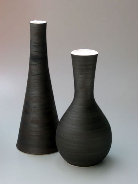 andreas-rauch-two black bottles with matt finishes