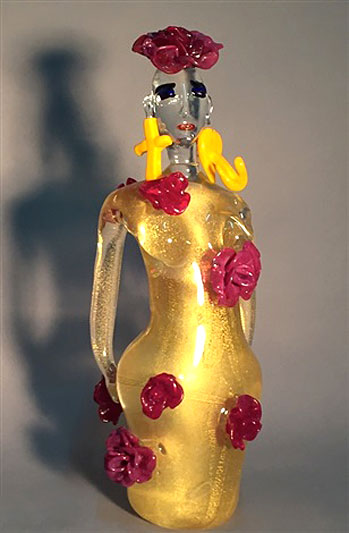 elvira-bach-rosen-rot sculpture in gold with red roses