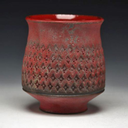 Ernest-Gentry Red mug with indented surface pattern