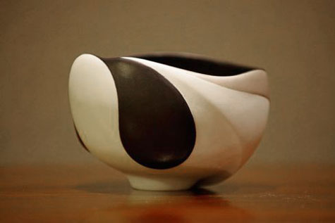 Curve-and-Line--The-Ceramic-Art-of-Yuri-Takemura