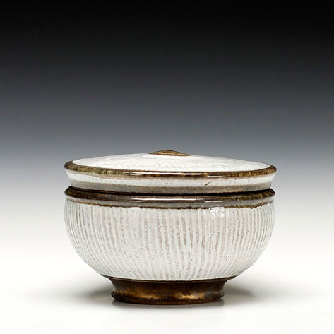 Ernest-Gentry-lidded box with vertical ribbed surface - iron rich stoneware and glaze