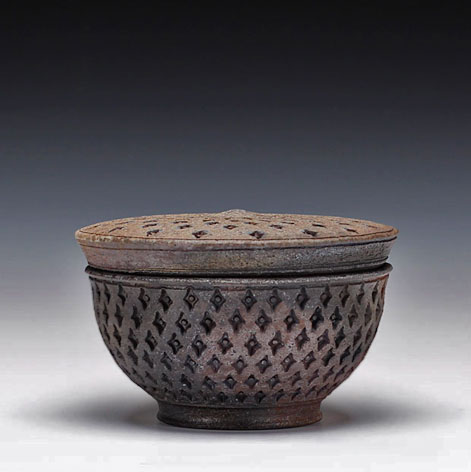 Ernest-Gentry-lidded-box---woodfired-reduction-cooled-iron-rich-stoneware,-cone-9