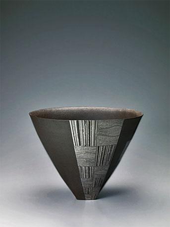 Flower-vessel-with-geometrical-pattern--Yukiko-Asakura