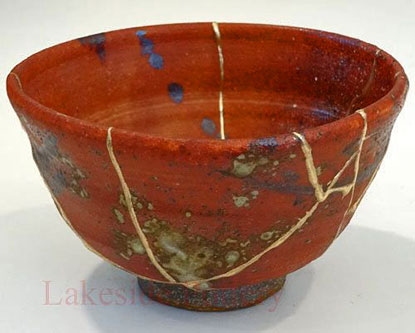 Kintsukuroi-Lakeside-Pottery pottery bowl cracks filled with gold