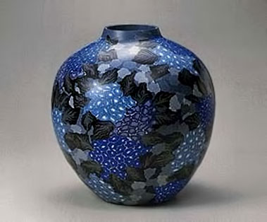 Large-marbled-ware-jar-with-hydrangea-design-and-glass-like-gloss.1999-Matsui-Kosei