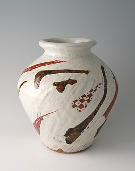 White-ceramic-vessel,-red-highlights_tomoo-hamada
