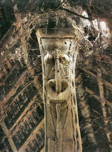 pole-carving-New-Guinea central roof support in the Spirit House of Kanganaman, Sepik River