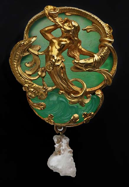 Belle-Epoque-Carved-Agate-Pearl-Gold-Naiad-and-Sturgeons--Jewel