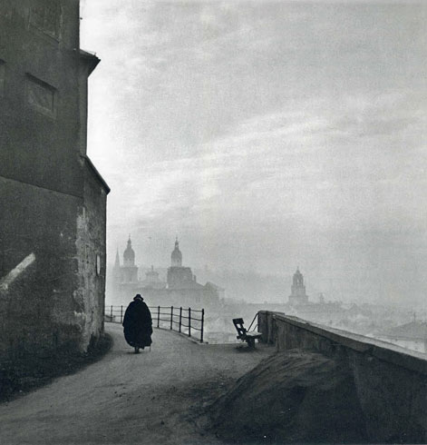 Ernest Haas 1945 A solitary man walking the street