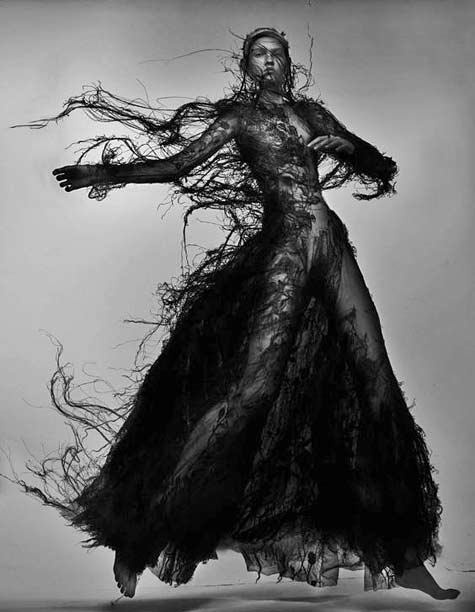 amor-molly-bair-in-alexander-mcqueen-fw2015-by-nick-knight-for-v-magazine-inspired-by-anselm-kiefers-blackened-sunflower-heads-the-project-explores-the-parallels-between-creativity-a