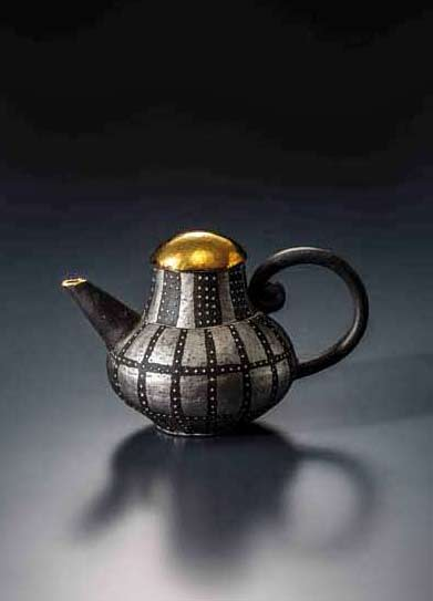 chieko--yorigami-teapot-in black,and sliver with a gold lid