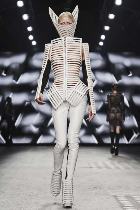 gareth-pugh-paris-womenswear-2012