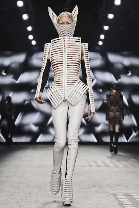 gareth-pugh-paris-womenswear-2012