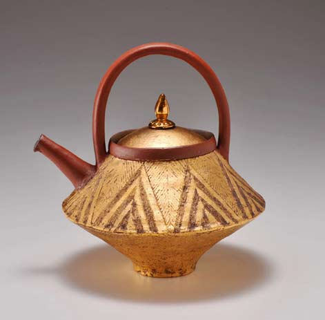 jin-choi-dispenser - Chieko Yorigami teapot with triangle motifs