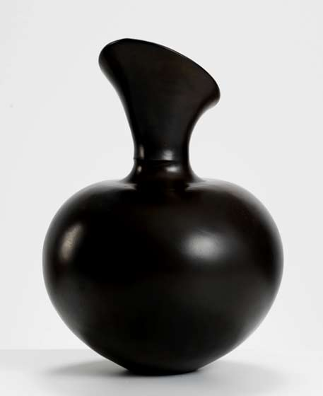 Magdalene-Odundo-Polished-and-carbonised-terracotta,-Height--30-cm--1984-International-Ceramics---Erskine-Hall---Coe
