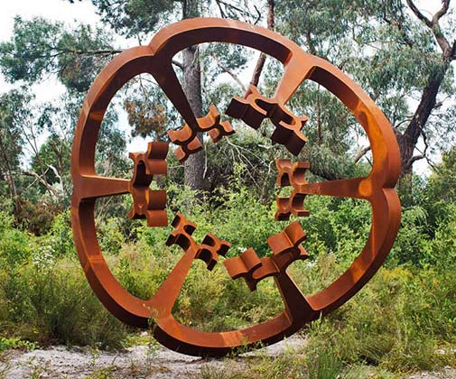 mcclelland-gallery-sculpture-park-at-the-centre-there-is-nothing_greg-johns